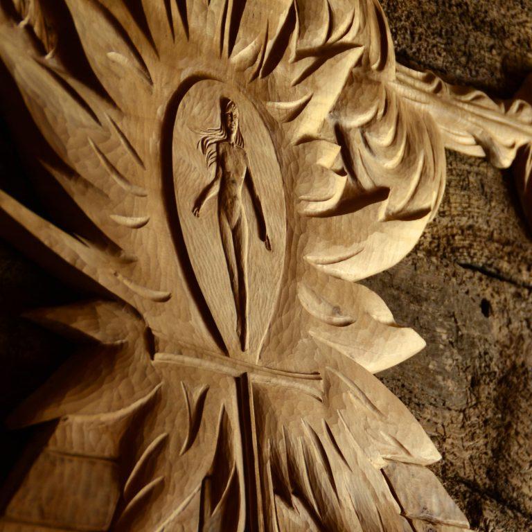 Sculpture de femme en bois