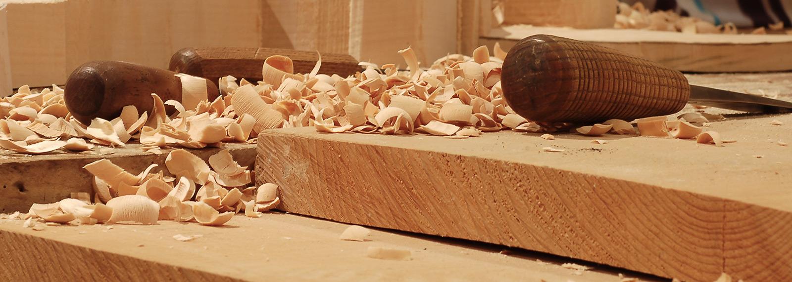 Copeaux de bois et gouges atelier Bruno