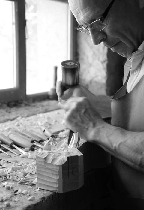 Sculpteur au travail