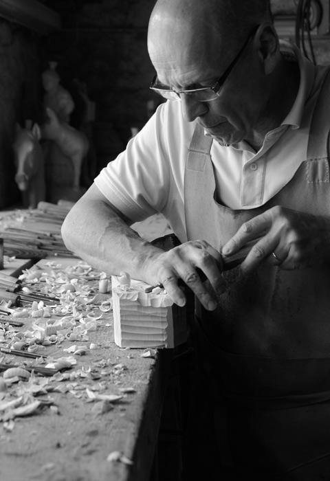 Le sculpteur sur bois Bruno Minguet